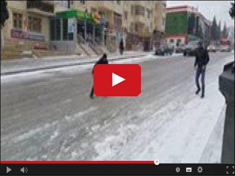 Dobre, tak właśnie było dzisiaj u mnie przed domem #zima #winter #lodowisko #mamdosc   www.smiesznefilmy.net tylko tutaj: http://www.smiesznefilmy.net/oblodzona-gorka-w-centrum-miasta