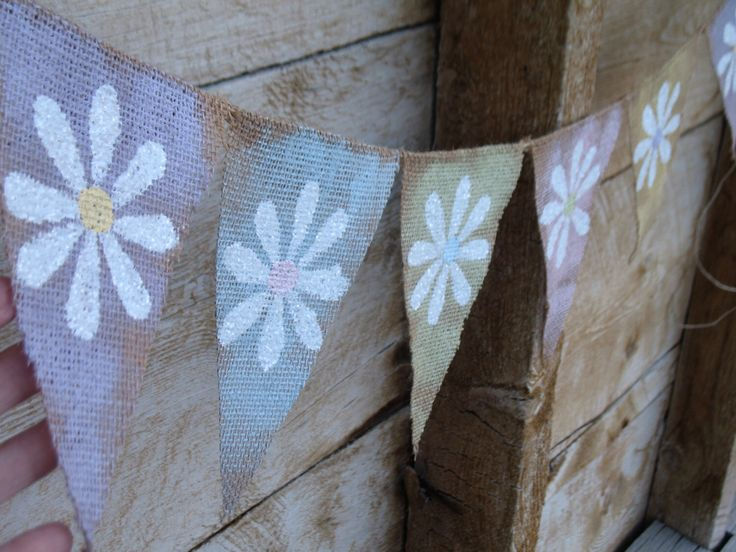 Daisy Spring Burlap Banner, vintage colored painted pennants, glittered white daisies. Home decoration, Easter decoration, spring decoration by atCompanyB on Etsy https://www.etsy.com/listing/125242691/daisy-spring-burlap-banner-vintage