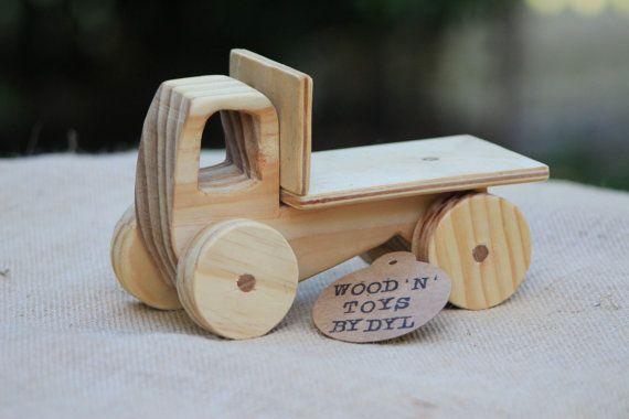 Trevor  handgemaakt houten speelgoed vrachtwagen