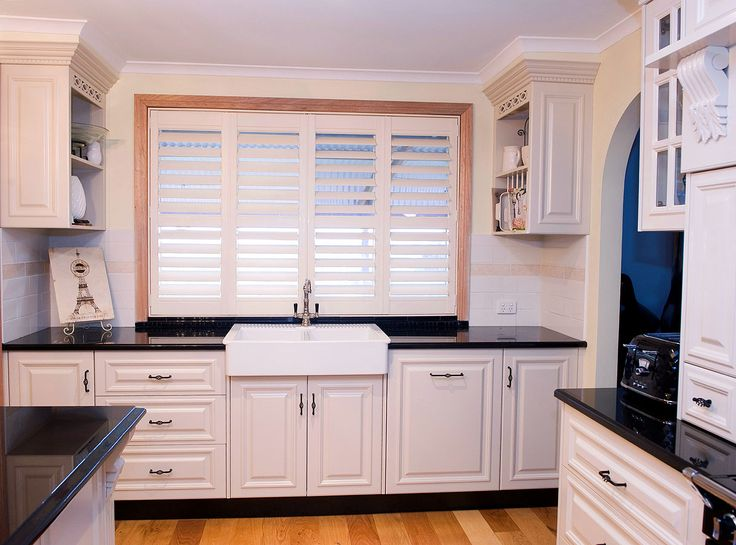 The butlers sink really ties this traditional kitchen together