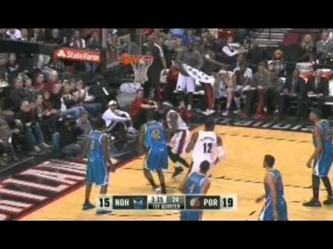 Nicolas Batum with a nice inbound pass to Will Barton for a two-handed dunk against the Hornets.
