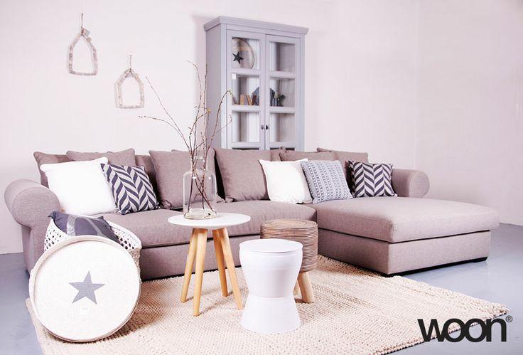 Woonkamer met beige teinten, alle artikelen op de foto zijn verkrijgbaar bij Woon! http://www.woononline.nl
