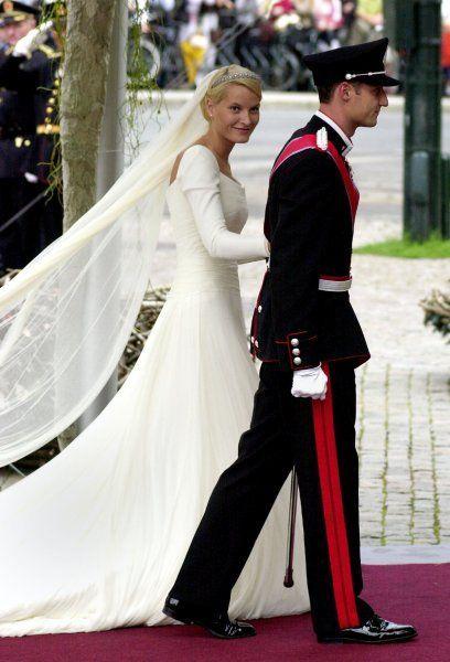 Kronprinz Haakon und Mette-Marit Tjessem Høiby Ankunft in der Kathedrale für die religiöse Hochzeitszeremonie