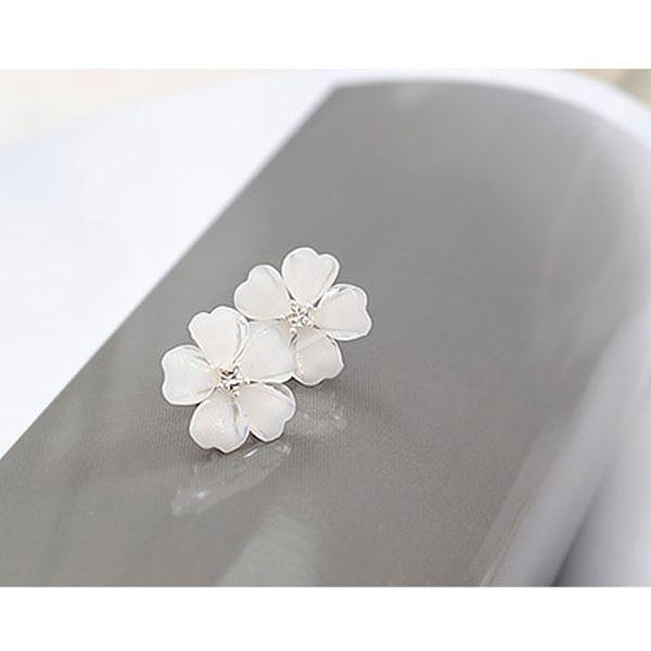 $0.99 Beautiful Crystal Flower Delicate Lady Earrings Accessories - BornPrettyStore.com