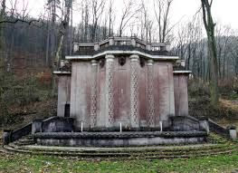 Malá vodná elektráreň Trenčianske Teplice . ( Rok postavenia odhadne 1925 )
