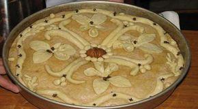 Χριστόψωμο λέγεται τοψωμιπου οι Ελληνίδες νοικοκυρές φτιάχνουν 2-3 ημέρες πριν ταΧριστουγέννων ειδικά για τη μεγάλη αυτή γιορτήο στολισμός του είναι πλούσιος με λογής-λογής κεντήματα.  Αυτά τα σχήματα συμβολίζουν τον καημό και το όνειρο της ελληνικής αγροτιάς.  Ένα