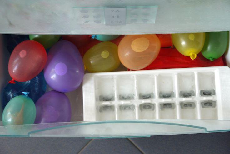 Die etwas andere Kinderüberraschung: Eiskalte Dino-Eier für die sommerliche Kinderparty. Oder halt nur für die Badewanne...