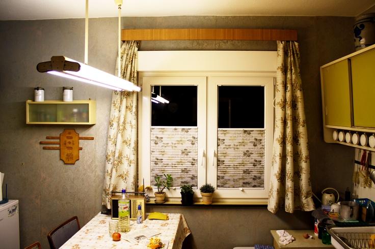 Na, was gibtu0027s zum Frühstück?u201c fragt Nils, als er Alexandra in der - würmer in der küche