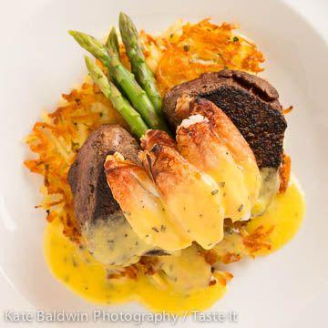 Oscar Style Steak with Dungeness crab, asparagus spears and bearnaise sauce. #johnhowiesteak #bellevue #steakoscar