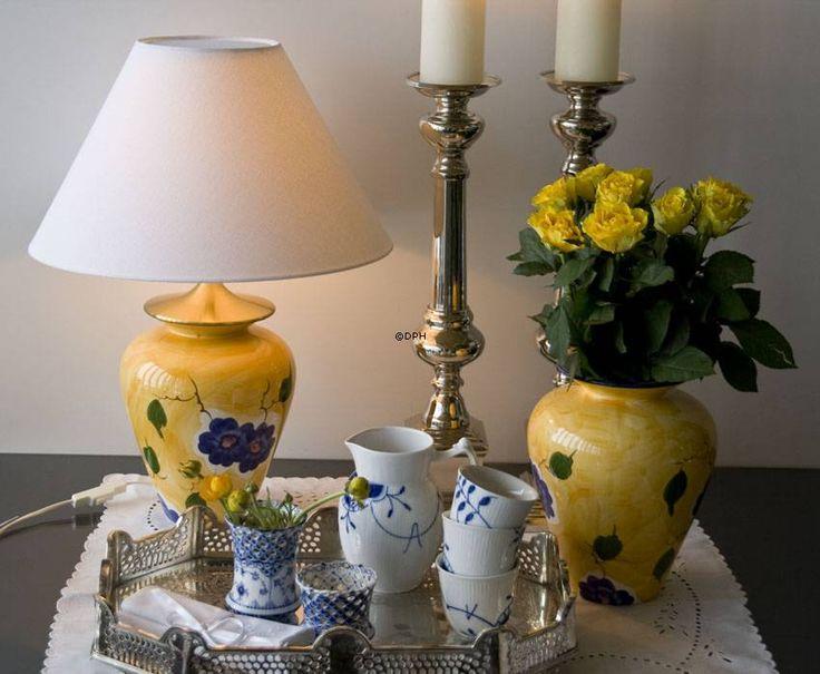 Bordlampe | gul med blå blomst | Nr. i24-d3-25-0 | DPH Trading