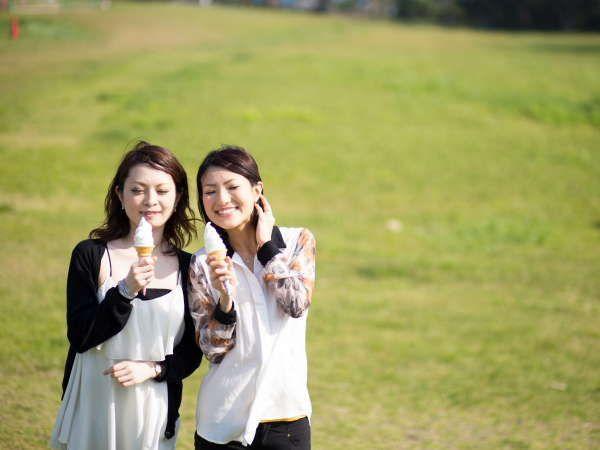 望楼の芝を散歩しながらソフトクリーム♪【周辺観光】
