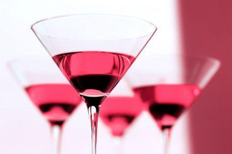 Ein moderner Cocktail der sich auch herrlich als Aperitif anbietet ist der Cosmopolitan.