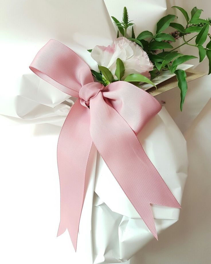 At Love Alice & CO. you can choose your favourite wrapping and ribbon when you order online. It is so much fun customising your special bouquet. Order by 11am for same day delivery www.lovealiceandco.com.au  #melbourneflorist