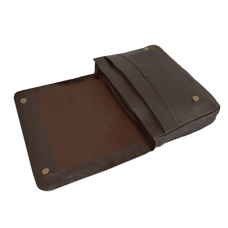 Pasta carteiro em couro estilo casual com alça de ombro longa ajustável. Bolsos para acessórios e compartimento acolchoado.