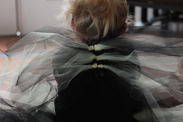 DIY Tulle Halloween Costume Wings. Easy no sew method just like those tutus you see everywhere.