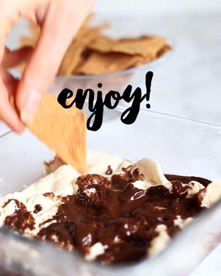 """(@wellnessbyjk) vegansk s'mores!  OPPSKRIFT👇🏼 •1/2 pakke veganske marshmallows •50g mørk sjokolade •""""Toasted coconut"""" Protein chips fra @eatproteseurope til å dyppe med😍 -> micra ... Perfekt kombinasjon av søtt og salt🙌🏼 @eatprotes #protings #tortilla #smores #myrecipe Sweet dessert BREAKFAST nachos todo MyFood"""