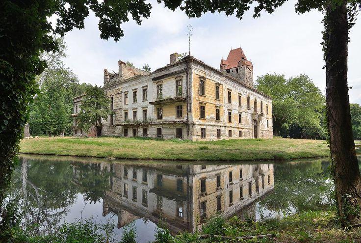 Schloss Pottendorf - northwest corner - Schloss Pottendorf - Wikipedia