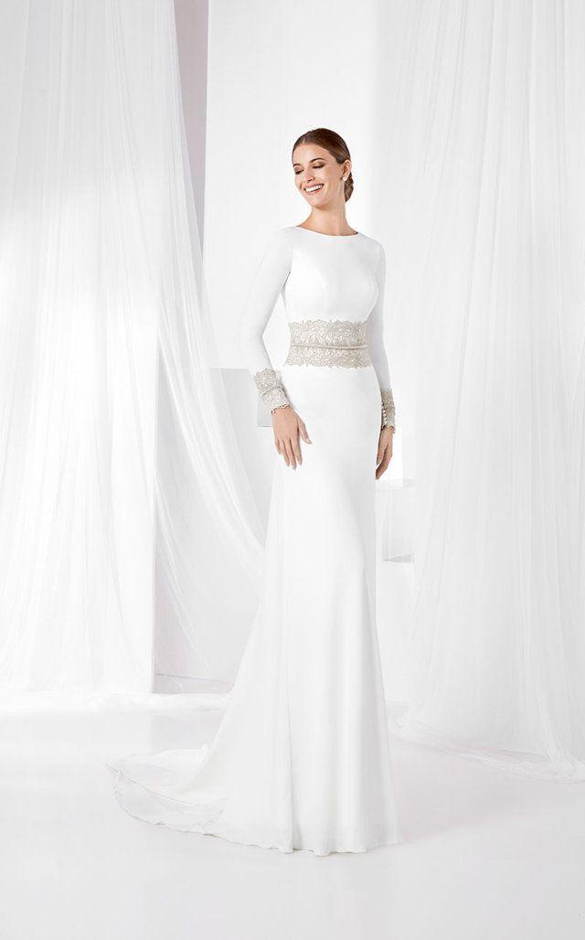 vestido de novia guipur bordado, en crespón natural con falda al