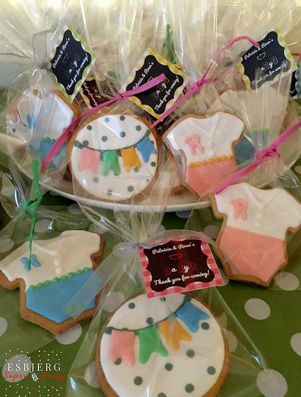 Baby shower sugar cookies with baby initial's. #esbjergsuperparty