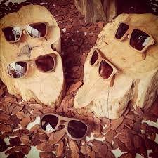 Oculos de sol em madeira! =D  #Notiluca #sunglass #madeira #wood #oculosdesol #oculos #oculosescuros #like