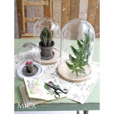 Kleine etalage, Mica Decorations, stolp Hella, op houten plateau - (re)Pinned by storyplanter.com