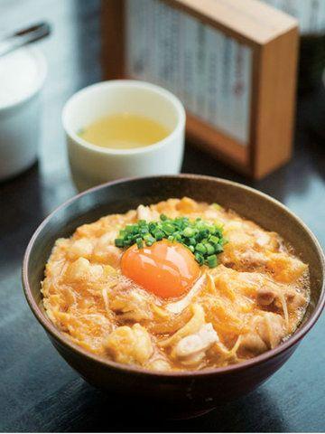 ELLE a table】ばぁーどはうす○勝|エル・オンライン 「特上親子丼」はスープ付きで¥1,300(税込)。売切れ次第終了。ディナーでは単品のオーダーは不可なので、ランチは特別感あり。