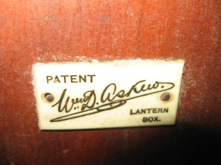 Etichetta in avorio.