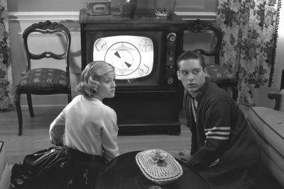 Noi, che per cambiare canale alla TV dovevamo alzarci e i  canali erano solo 2.