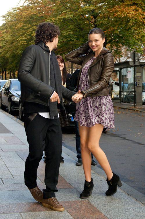 pregnant Miranda Kerr with Orlando Bloom. Look at her dress, so cute <3