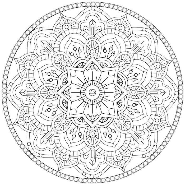 Ein Weisser Kreis Mit Vielen Kleinen Mandala Motiveb Weissen Blattern Und Einer Grossen Weissen Mandala Blume Mandala Malvorlagen Malvorlagen Ausmalbilder Mandala