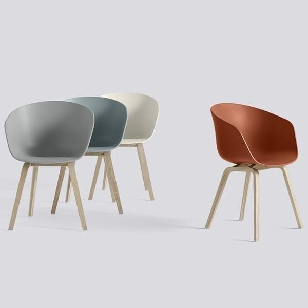 Ideen bak ABOUT A CHAIR (AAC) Collection har vært å utvikle en chair med iøynefallende enkelhet. En chair som fungerer like bra rundt spisebordet som rundt et konferansebord, i en kantine eller på kontoret. Ambisjonen av designer Hee Welling har vært å ko