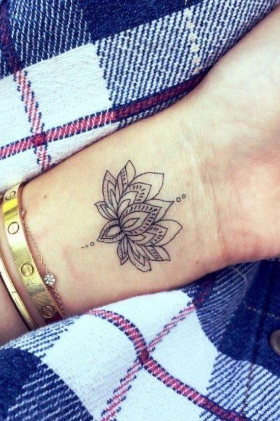 40 tatuagens femininas para o pulso | Tatuagens, Meninas com tatuagem, Ideias de tatuagens