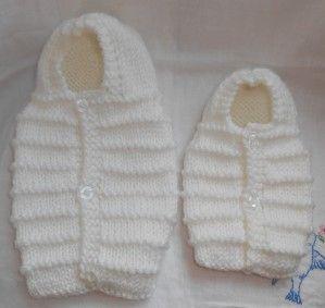 Bonjour ! je vous donne le tuto pour réaliser une petite angeline ( 20/22 cm) avec un fil très fin tricoté en double ( ou laine qui se tricote en 4 normalement ) et aiguilles 5 motif : 5 rangs de jersey , 1 rg endroit = 6 rangs toujours débuter et terminer...