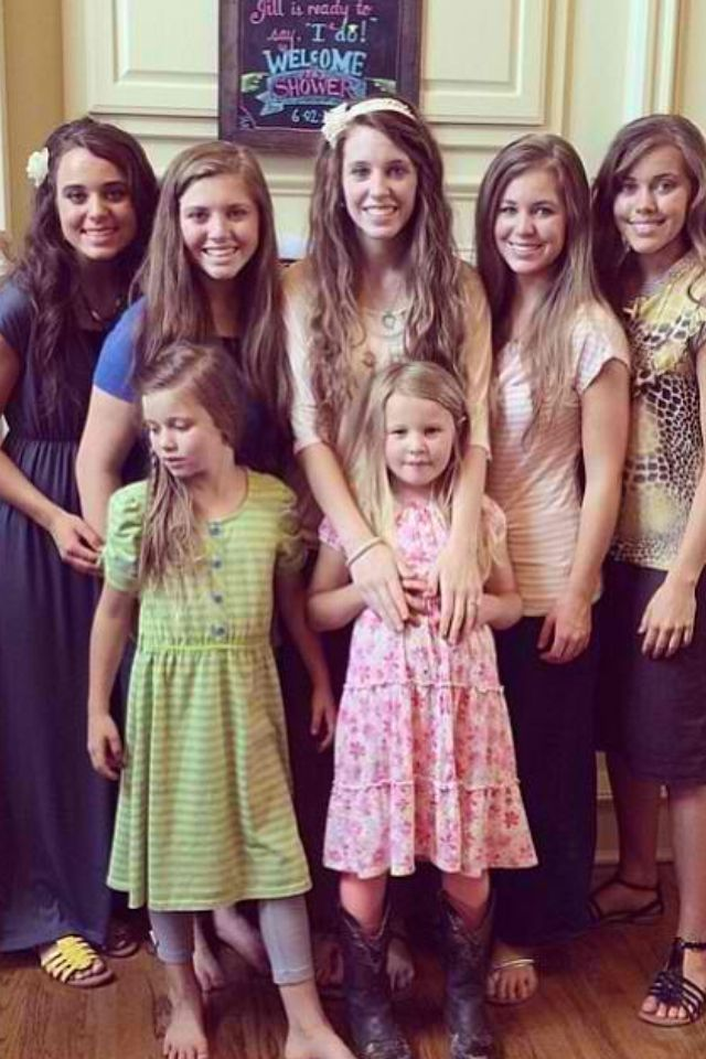 Praying for the Duggar Girls- love them! Where are the younger two? ; ) : )