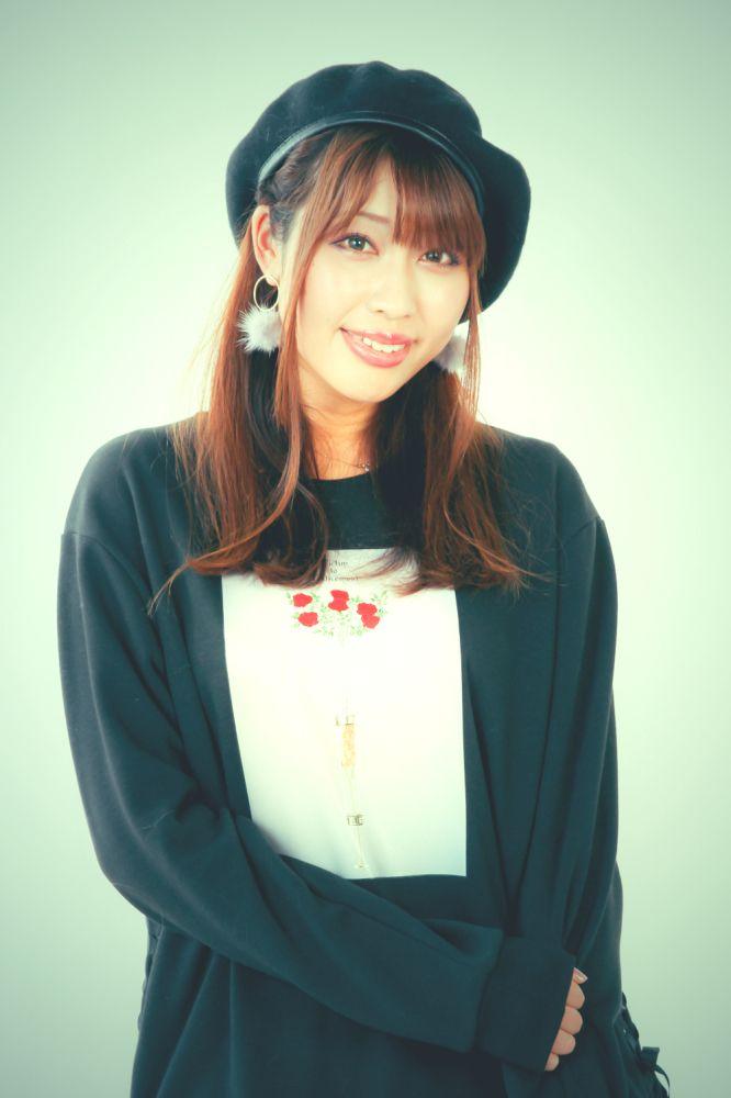 ゲスト◇結城アイラ(Aira Yuuki) 2007年テレビアニメ『sola』のOP主題歌「colorlless wind」で歌手デビュー。圧倒的な歌唱力で、以後も数々の人気アニメ、ゲーム主題歌を担当し、2012年には国民的TVアニメ『宇宙戦 艦ヤマト』のリメイク版である 『宇宙戦艦ヤマト2199』の第一章のED主題歌や、2013年にはOVA『機動戦士ガンダム AGE MEMORY OF EDEN』のグランドEDも担当するなど、 主要アニメの楽曲を次々と担当し、数多くのイベントや海外ライブに出演するなど精力的に活動中。2015年より作詞家としてもデビューし、作家としてのデビュー間もないながら、人気作の楽曲やキャラクターソングを次々と担当するなど、今後の活躍にも目が離せない。