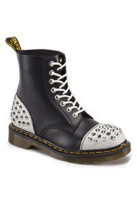 Dr. Martens - 8 eye - black/white - w. studs