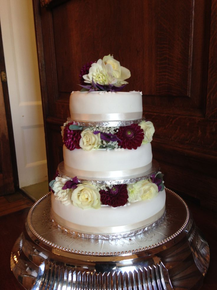 Cake decoration of Roses, Dahlias, Gypsophila and Clematis