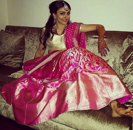 Soha Ali Khan @sakPataudi at her & @KunalKemmu's Wedding Reception, Jan 25, 2015, Hot Pink & Gold Lehenga by Sanjay Garg http://www.RawMango.in/