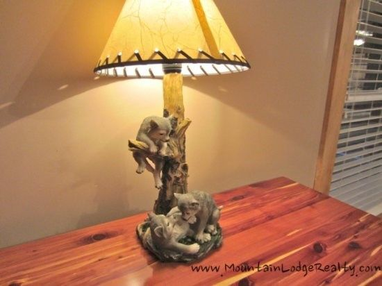 Wildlife Manor Wolf Bedroom With Cedar Chest And Wolf Lamp