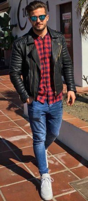 Jaqueta de Couro. Macho Moda - Blog de Moda Masculina: Jaqueta de Couro Masculina, pra Inspirar e Onde Encontrar. Moda Masculina, Moda para Homens, Roupa de Homem, Inverno Masculino, Moda Masculina 2017. Jaqueta de Couro Perfecto, Jaqueta de Couro Biker Jacket. Camisa Xadrez Vermelha e Azul, Calça Skinny Jeans, Sneaker Branco, Tênis Branco