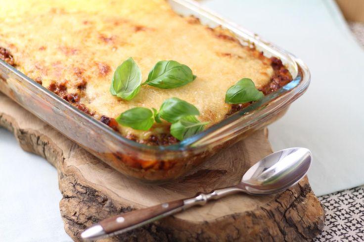 Lasagne recept - Heerlijk comfort food voor de vrijdag! Voor deze lasagne gebruikte ik geen lasagnevellen, maar plakken knolselderij voor de tussenlagen. En dat smaakt echt zalig :-)    http://www.francescakookt.nl/lasagna-van-knolselderij/