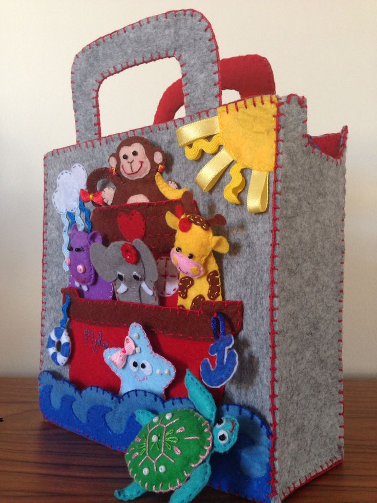 Felt Puppet Bag / Square Bag / Finger Puppet Bag with Elephant, Hippo, Sea Turtle, Sea Star, Monkey and Giraffe finger puppets for girls - Noah's Ark theme - possible to move lifebuoy and anchor - possible to close with the help of zipper - I also stitched name of Mila onto the ark :)