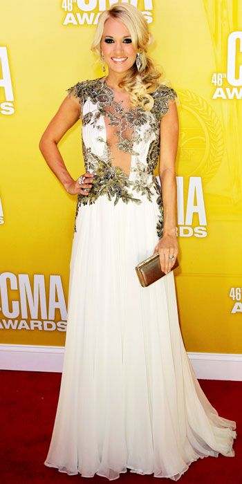CarrieUnderwood looked like the goddess that she is in an embroidered Grecian