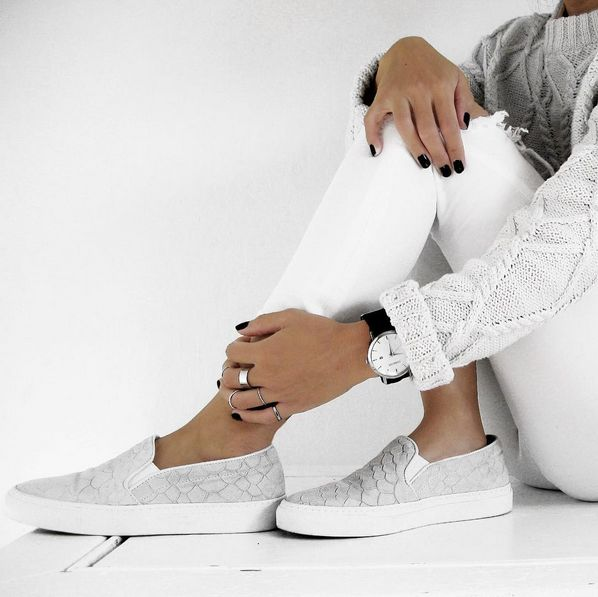C.phraph is pairing her Axel Arigato slip-on sneakers with white jeans and a chunky knit #axelarigato