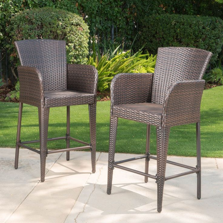 These wicker bar stools are a great addition to any outdoor patio set. Featuring an iron frame wrapped with wicker, this stool is ideal for any outdoor bar sets, and is perfect for providing extra sea