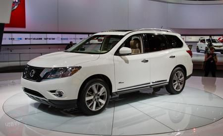 Pathfinder consists of a supercharged 2.5-liter four-cylinder engine, an electric motor, Nissan's Xtronic CVT, and a lithium-ion...