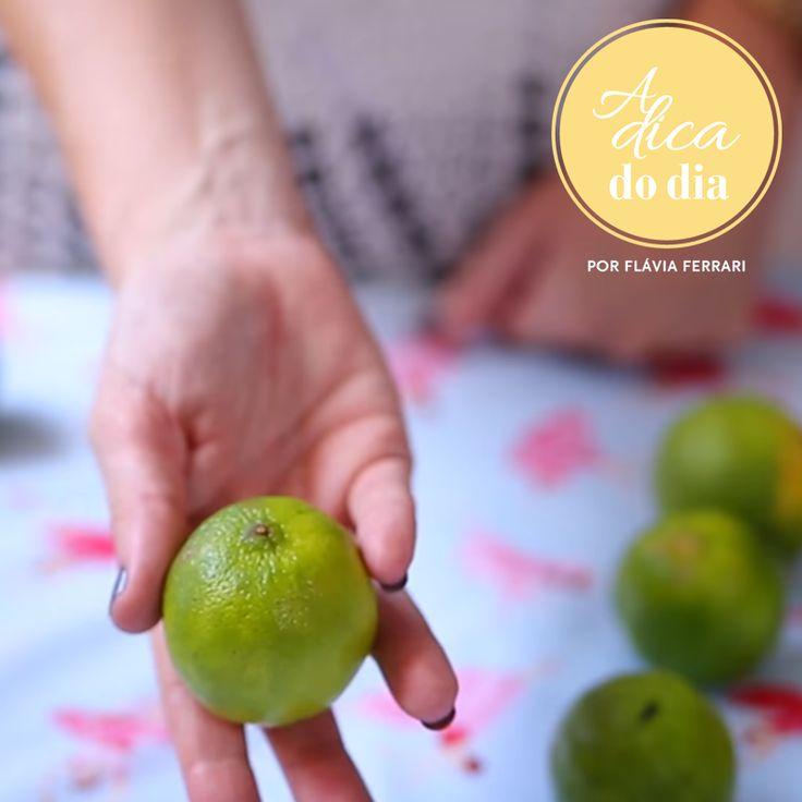 10 dicas para você usar o limão na limpeza e na manutenção da sua casa. Desde como escolher a fruta, conservá-lo até como manter a lixeira perfumada usando fatias de limão |para mais dicas, clique na #aDicadoDia com Flávia Ferrari