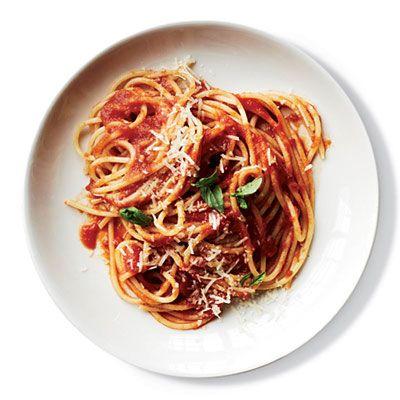 Sauce-Simmered Spaghetti al Pomodoro: Food Recipes, Spaghetti Al, Tomatoes Sauces, Sauce Simm Spaghetti, 13 Cooking, Pomodoro Recipes, Pasta Dishes, Al Pomodoro, Spaghetti Pomodoro