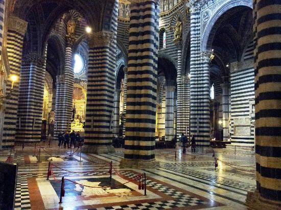 Photo de Cathédrale Notre-Dame-de-l'Assomption de Sienne ou Duomo RRR p.267.  1/59 TA (Opa si pass) 10h30-19h