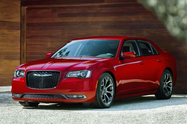 2018 Chrysler 300 SRT-8 model unveiled at the New York International Auto Show, the new 2018 Chrysler 300 SRT-8 is powered by 6.4-liter 392 Hemi V8 engine. The 6.4 392 Hemi engine is also used in other Chrysler Group SRT vehicles. With 470 kW (350hp), the 2018 SRT can go from zero to 60 mph (97...  http://www.gtopcars.com/makers/chrysler/2018-chrysler-300-srt-8/
